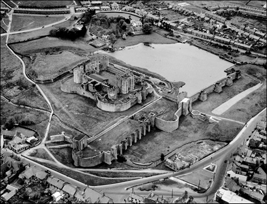 Aerial view of Caerphilly Castle in 1947