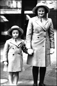 Photo of wartime evacuees Monnica & Rosalind Stevens