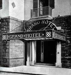 photo_of_grand_hotel_old_entrance