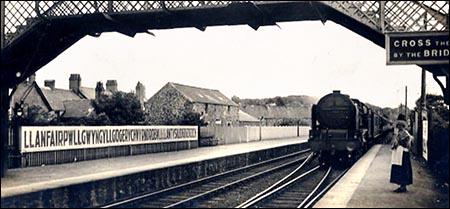 llanfairpwll_station_with_steam_train