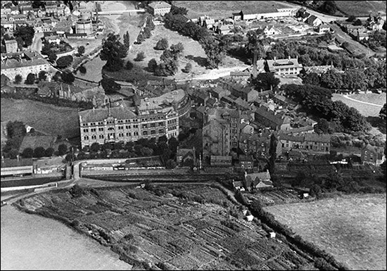 Aerial photo of Royal Welsh Warehouse in 1932