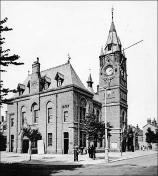 Photo of Town Hall in 1906