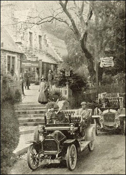 trefriw_spa_with_motor_cars